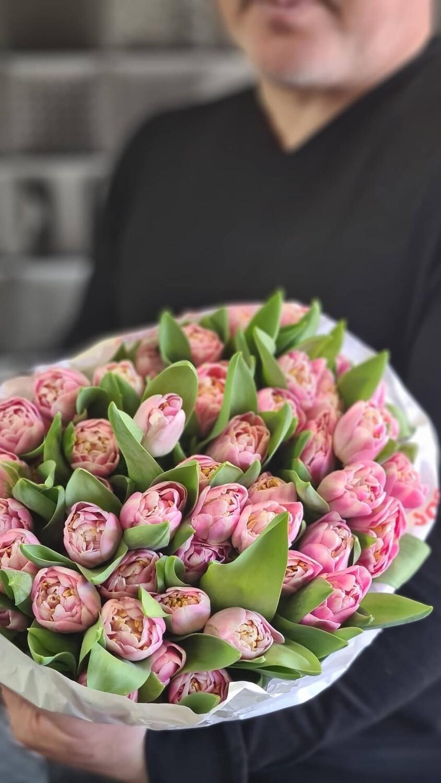 Пионовидные шикарные тюльпаны Du Endlees Love.