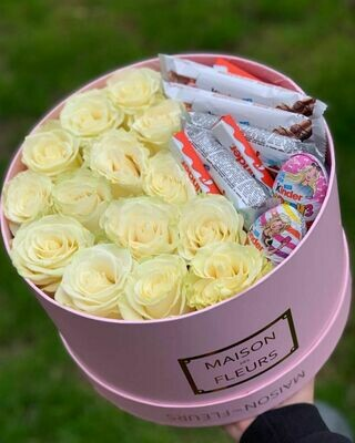 Коробка роз мондиаль с Киндер