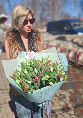 Букет тюльпанов пионовидных.