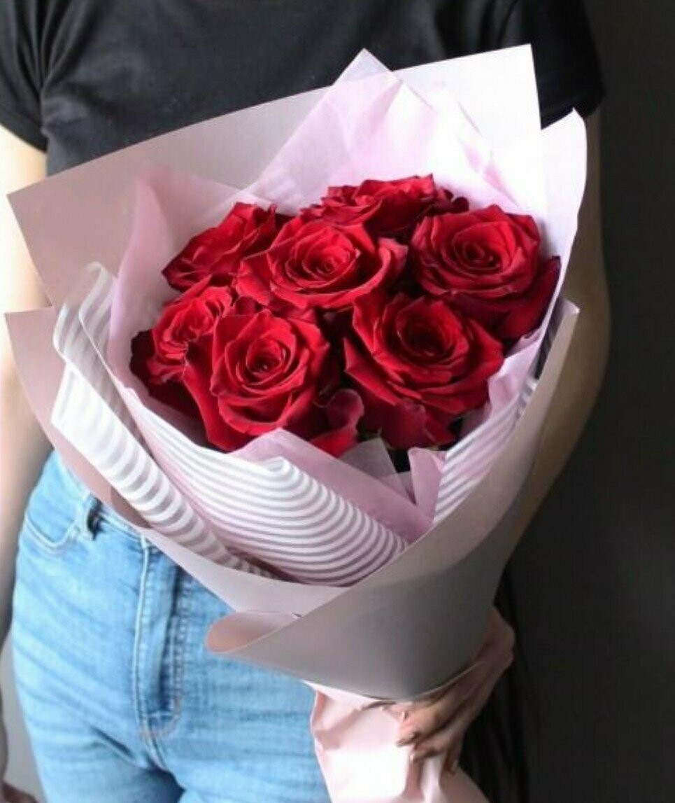 Букет из 7 красных роз RED