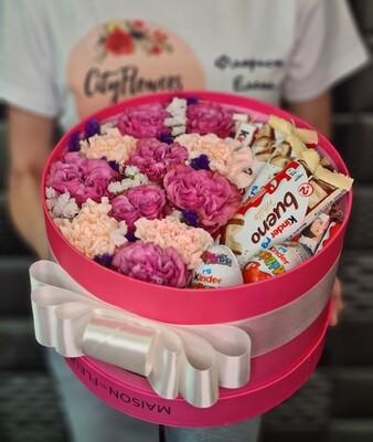 Коробка цветов с киндер.