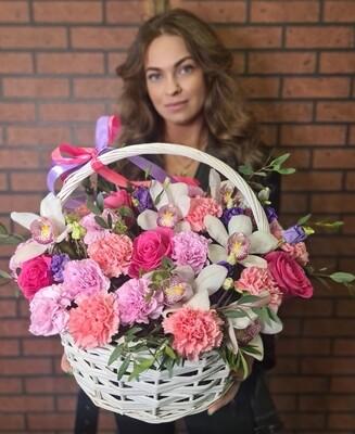 Нежная корзина цветов Perla