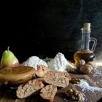 Бискотти из цельнозерновой муки, на горчичном масле, с гречишным медом, вяленой грушей и грецкими орехами