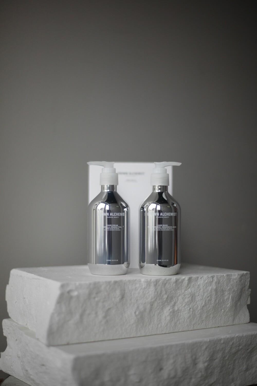 """Подарочный набор для рук Grown Alchemist: Жидкое мыло для рук """"Сладкий апельсин, кедр и шалфей"""", 300 мл + Крем для рук """"Ваниль и апельсин"""", 300 мл"""