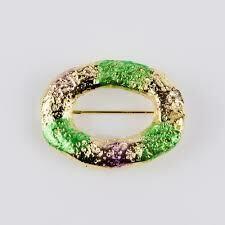 India Stewart King Cake Pin Gold