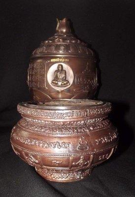 Chud Khan Nam Montr + Grathaang Toop (Holy Prayer Water Bowl + Incense Bowl) - Luang Por Prohm - Wat Ban Suan 2553 BE - Only 30 Made