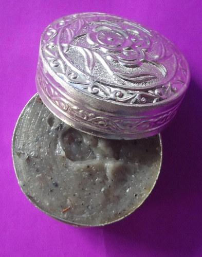 See Pheung Sariga Pasom Wan Dork Tong (Large Size Metta Balm) - 'Wai Kroo 2555 BE' Edition - Luang Por Chor - Wat Hnong Saeng