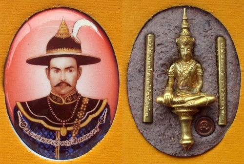 Somdej Pra Jao Taksin Maharach JUMBO size Locket - with Pra Yod Tong amulet, 2 gold Takrut and Look Namo with sacred powders - blessed by LP Koon, LP Khiaw, LP Ruay, LP Yaem, LP Sakon
