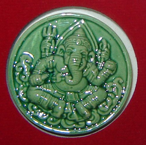 Pra Pikanesworn 4 Gorn (4 arms Ganesha) with Om and Mantras on rear face - Wat Bote (Ayuttaya) in collaboration with Shivalai Deva Sathaan - Maha Sethee edition 2550 BE - 3.5 Cm diameter