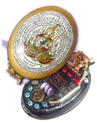 Tewada Long Hong (Paetch Payatorn) - Chak Tong Ongk Kroo - Gold Face Giant Locket - Nia Kajia Maha Sanaeh 2554 BE edition 18 Gems, Coin, Rak Sorn Flower, 6 Black Pearls 8 Takrut - Luang Phu In