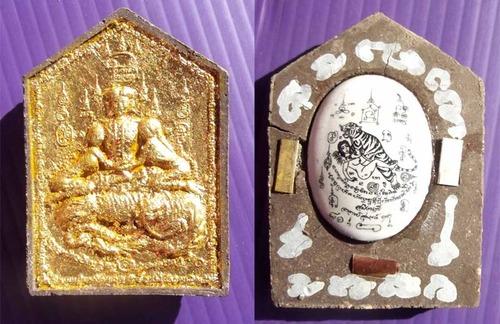 Khun Phaen Paetch Payatorn Saen Nang Lorm Maha Sanaeh 'Ongk Kroo'  Prai Gao Dton (9 Prai Spirit Bone) Locket Suea Um Nang (Tiger embraceing Maiden) 3 Takrut - Ajarn Supot Na Ruecha 2554