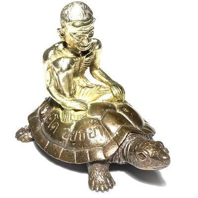 Por Gae Nang Tao Ruean Maha Lap 2556 BE Lersi Riding Turtle Bronze Turtle Solid Silver Image - Pra Kroo Pern Wat Lard Chado