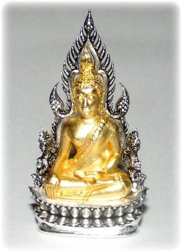 Pra Putta Chinarat (Loi Ongk Statuette) 'Jom Rachan' (Warrior King) edition 2555 BE - Nuea Loha Chup Tong Sum Chup Ngern (Gold Buddha & Silver Arch) - Wat Pra Sri Radtana Maha Tat