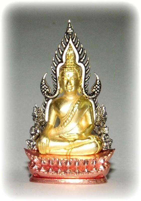 Pra Putta Chinarat (Loi Ongk Statuette) 'Jom Rachan' (Warrior King) edition 2555 BE - Nuea Sam Kasat (Tricolor Gold, Pink Gold and Silver Plating) - Wat Pra Sri Radtana Maha Tat