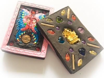 Taep Jamlaeng Butterfly King- Pim Glang Sariga Dong -Pink Frame Sacred Black Sariga & Maha Taep Powders - (1 Golden Ganesha Bucha 1 Look Namo Plug+ 4 Silver Takrut and 21 Gems)- Sae Yid 60 Edition