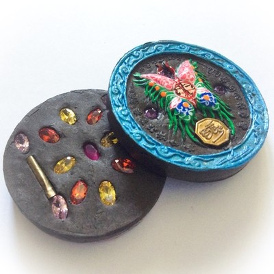 Taep Pamorn Jantr Loi Maha Pokasap - Butterfly King Floating Moon in Blue Frame with Black Sariga Dong Powders - (1 Look Namo Plug+ 2 Takrut + 16 Gems) - Sae Yid 60 Edition Casing Included