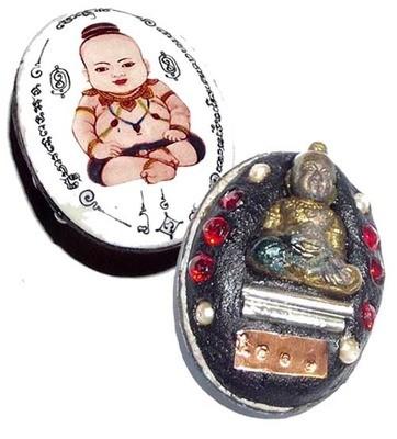 Kumarn Nuea Tong Ongk Kroo Locket - 2 Takrut + 4 Pearls + 6 Ploi Sek Gems - Montr Paetch Payatorn Jantr Sorn Jantr edition 2556 BE - Luang Phu In (Wat Nong Meg)