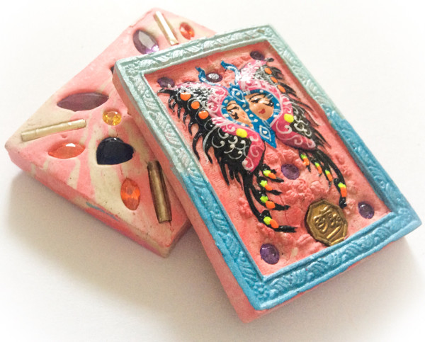 Taep Jamlaeng Butterfly King- Pim Klang -Blue Frame Sacred Pink and White Swirl Powders - (1 Golden Trimutri Bucha 1 Look Namo Plug+ 4 Silver Takrut and 21 Gems)- Sae Yid 60 Edition
