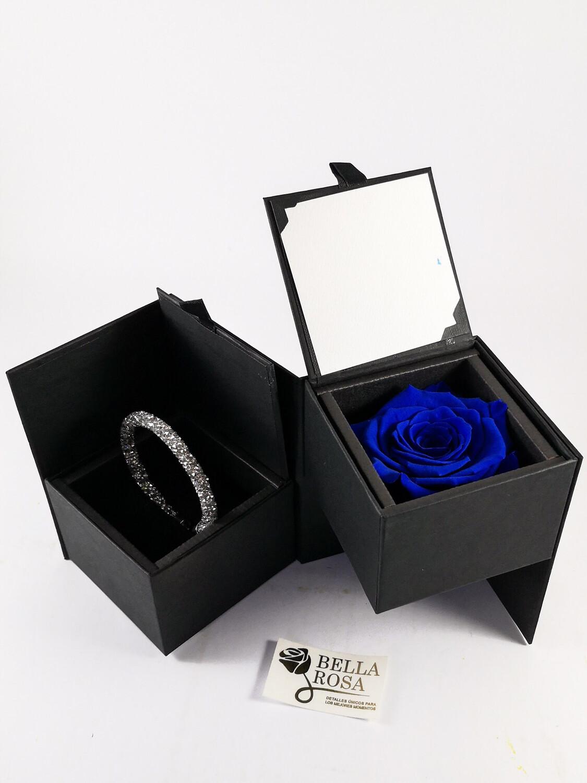 Caja elegante (13 cm x 9 cm ) rosa natural preservada color azul ( 7 cm x 7 cm )