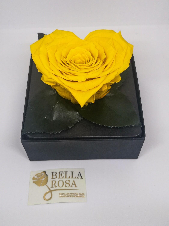 Rosa Preservada Amarilla en Forma de Corazón Caja Acrílica