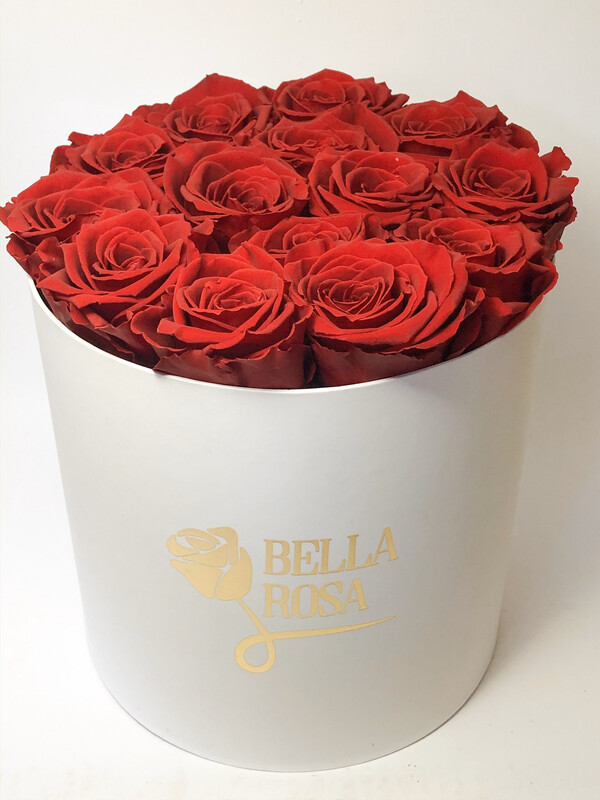 12 rosas preservadas . Caja redonda o cuadrada, blanca o negra.