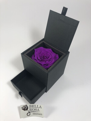 Caja elegante con rosa natural preservada color morado y gaveta