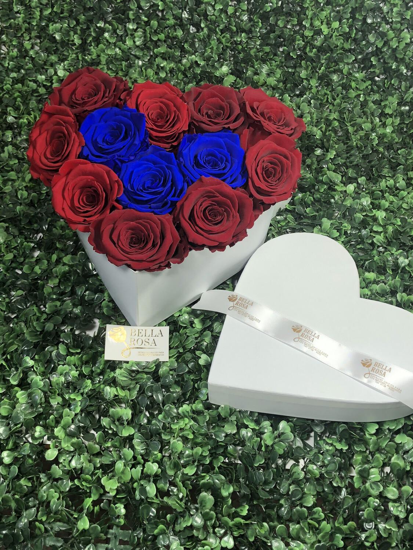 Caja en forma de corazón con 12 rosas preservadas