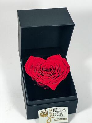 Caja elegante con rosa natural en forma de corazón