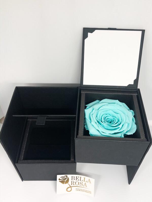 Caja elegante (13cm x 9 cm) rosa natural preservada color turquesa (7cmx 7 cm)