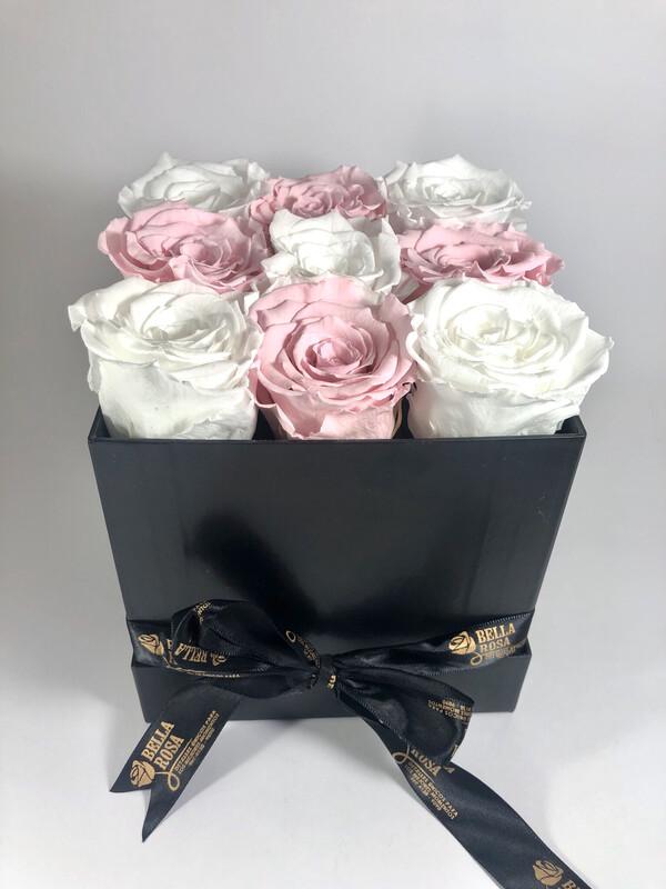 Caja acrílica con 9 rosas preservadas