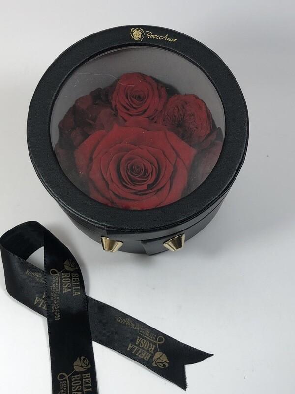 Caja redonda de cuerina con tres rosas naturales preservadas