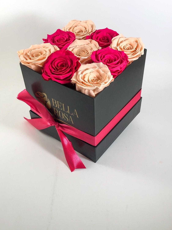 Caja cuadrada, blanca o negra con 9 rosas preservadas