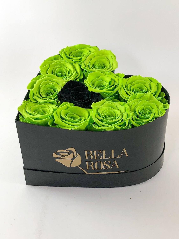 Caja en forma de corazon con 12 rosas preservadas