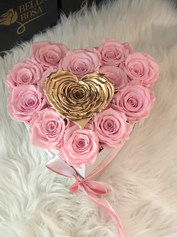 Caja en forma de corazon con 12 rosas tamaño Xl y una rosa en forma de corazon XXl