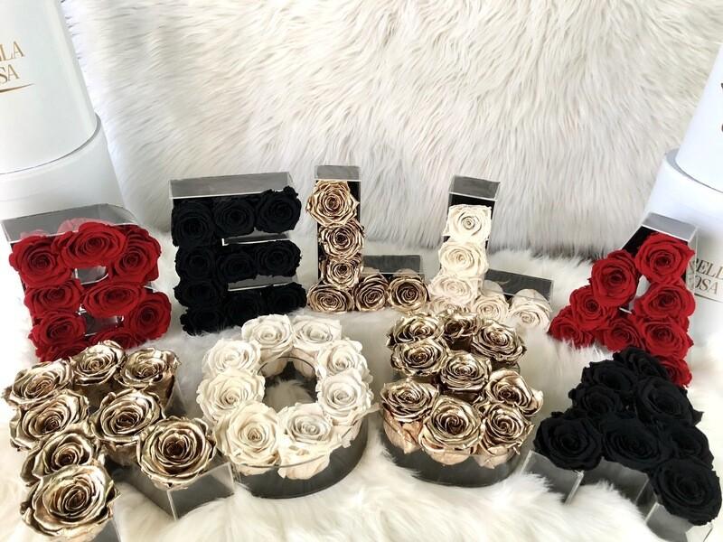 Cajas Premium en forma de letras con rosas preservadas