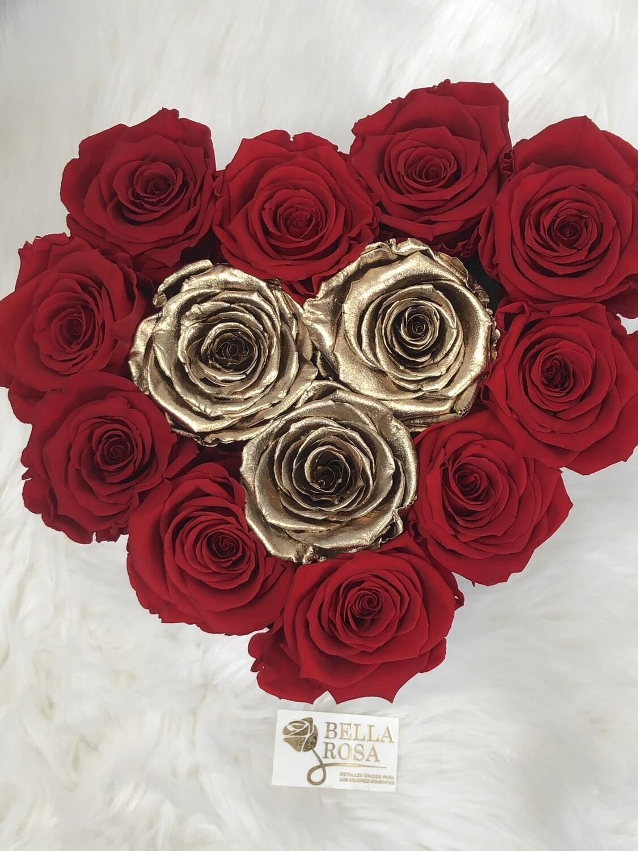 Caja en forma de corazón con 13 rosas preservadas