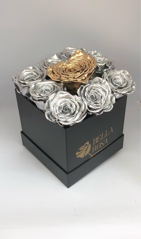 Caja con 8 rosas preservadas y 1 en forma de corazon