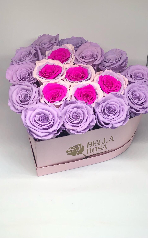 Caja en forma de corazón con 18 rosas preservadas