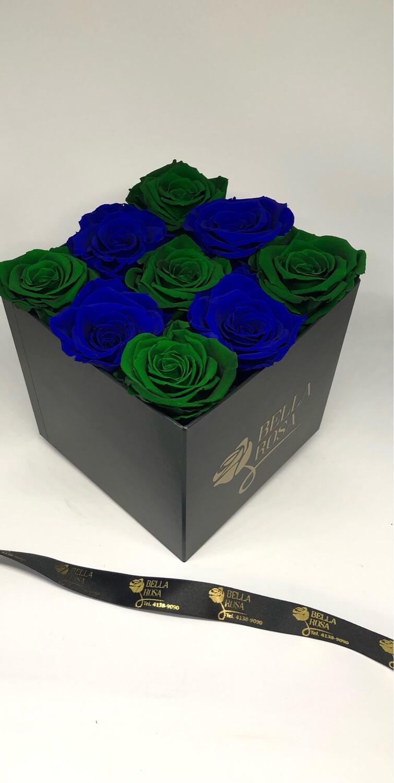Caja cuadrada con 9 rosas preservadas