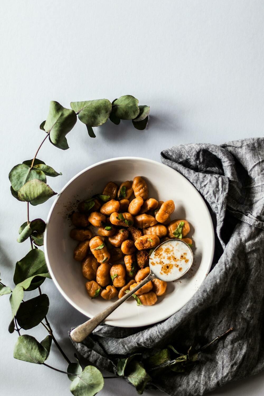 Gnocchi di patate cacio, pepe, lime e tartare di scampi