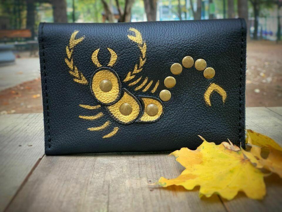 მორიელი - bestMark საფულე ნახატით 15x10 სმ - / Leather Wallet Scorpio