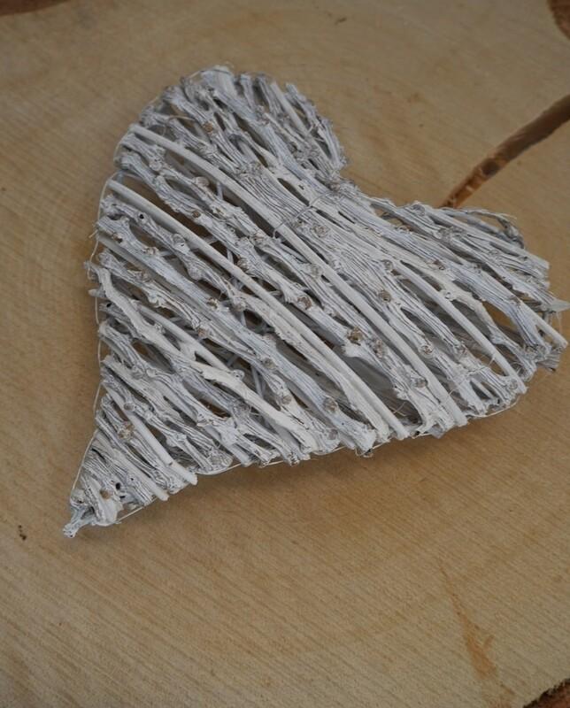 Heart Knotty Vine White Wash