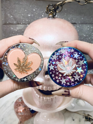 "Holographic ""Heart Leaf"" Grinder"