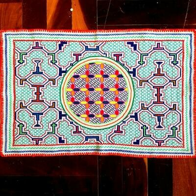 TAPESTRY - WHITE CIRCLE (medium)