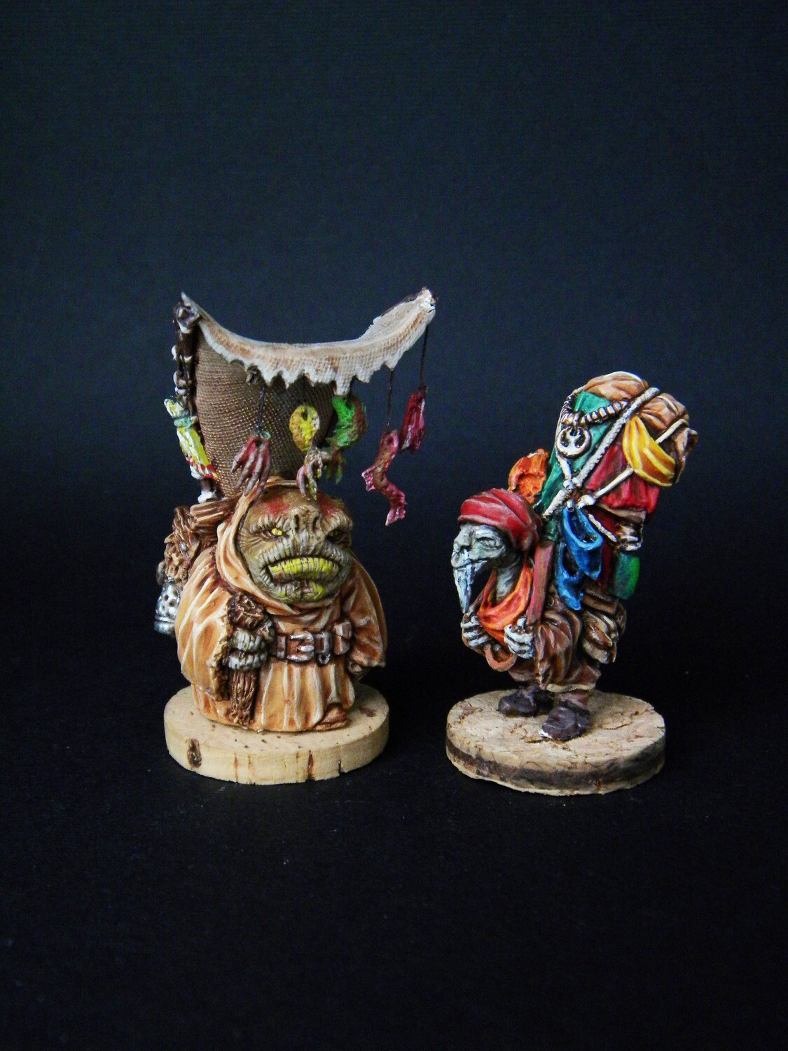 Sellers. 2 miniatures