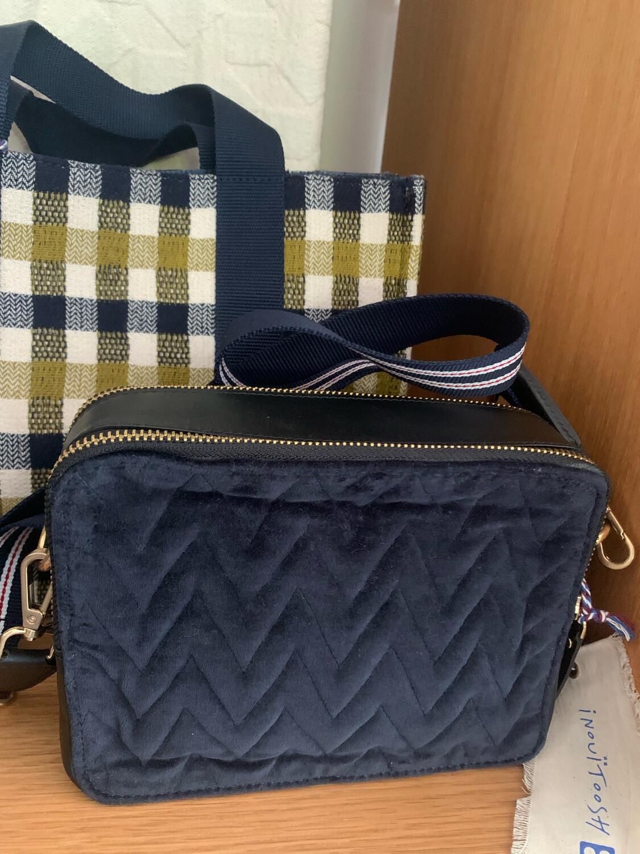 Inouitoosh Square Quilted Crossbody bag