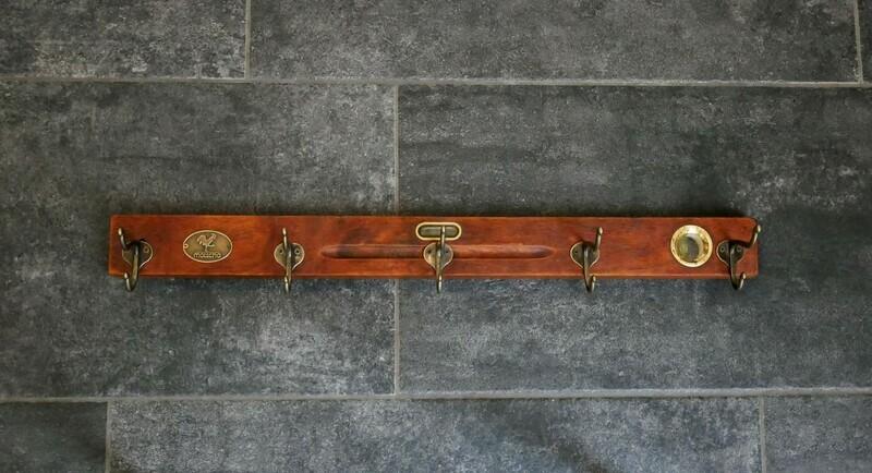 Hakenleiste aus einer antiken Wasserwaage 60cm
