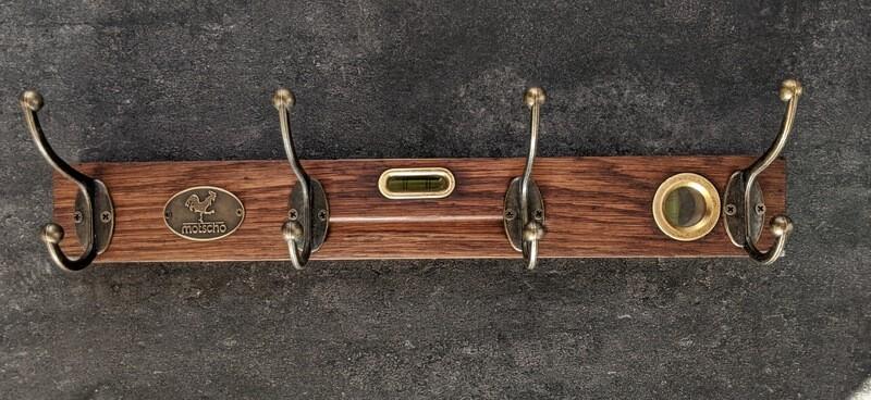 Garderobe aus antiker Wasserwaage