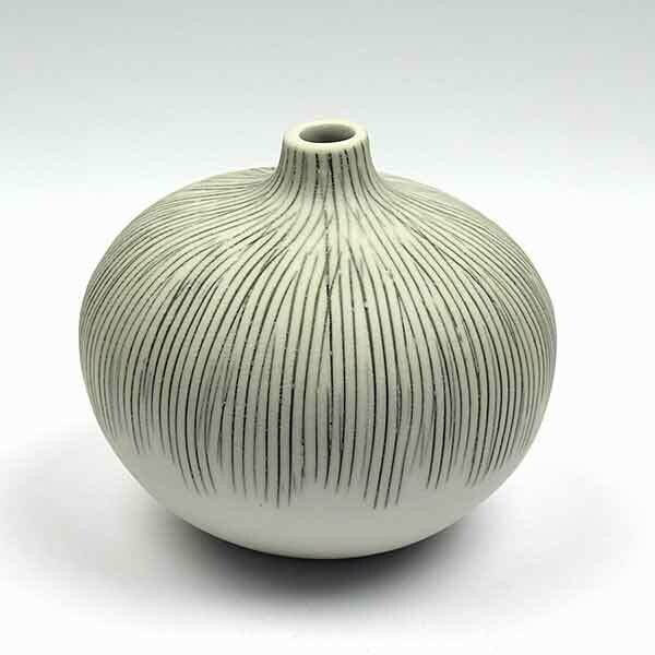 Vase Bari gris clair small strié