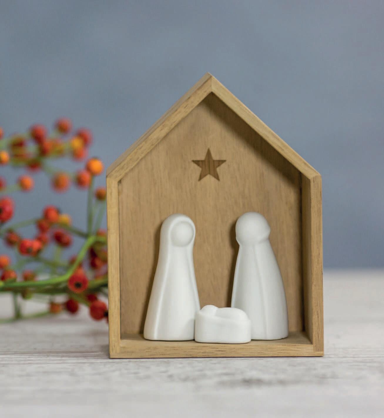 Crèche en bois et porcelaine